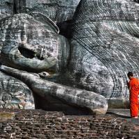 Buddha couche polonnaruwa