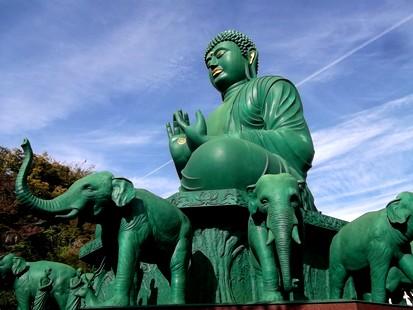 Bouddha vert geant