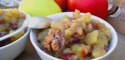 Compote de pommes aux raisins et noix