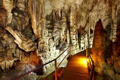 Grotte de dikteon
