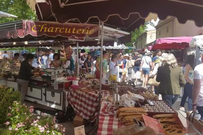 Marche provencal lourmarin